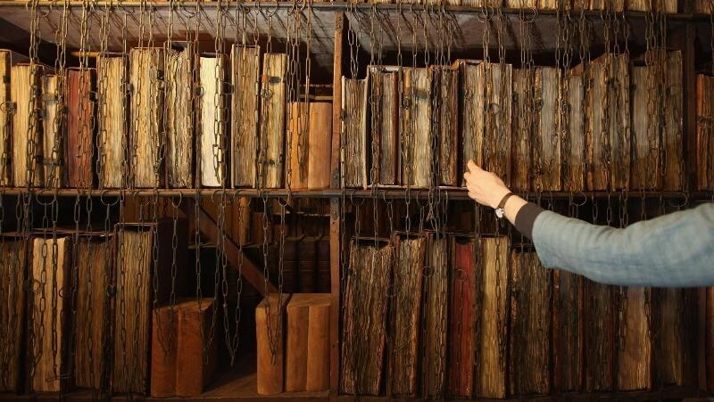 শৃঙ্খলিত গ্রন্থাগার, চেইনে বা শেকলে বাঁধা লাইব্রেরির বই